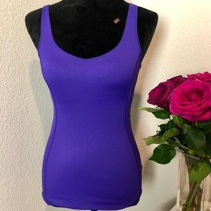 Lululemon workout top w/ built in bra